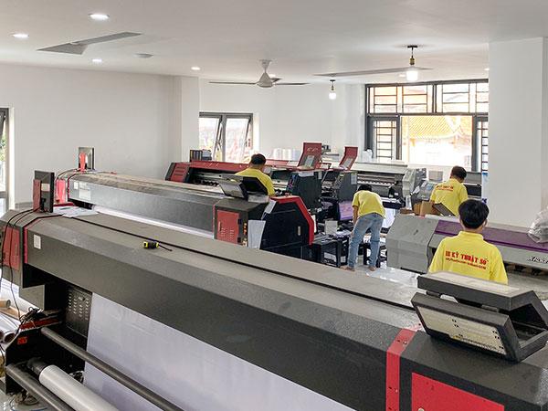 Trung tâm in ấn quy tụ hơn 30 máy in phun kỹ thuật số - phục vụ in nhanh lấy hàng ngay trong ngày: