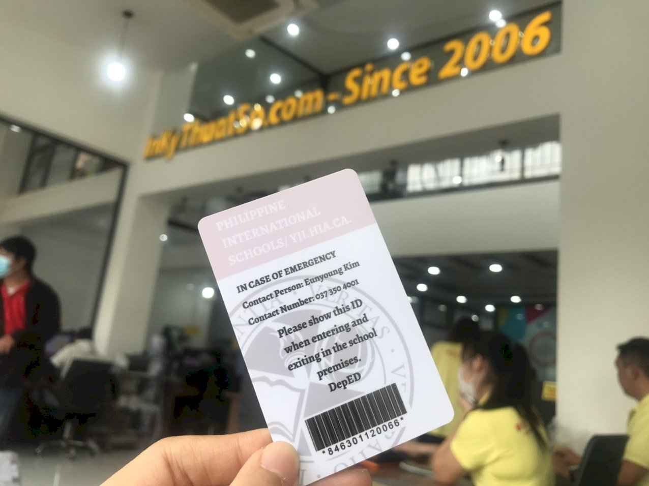 Thẻ nhựa học sinh trường quốc tế - mặt sau