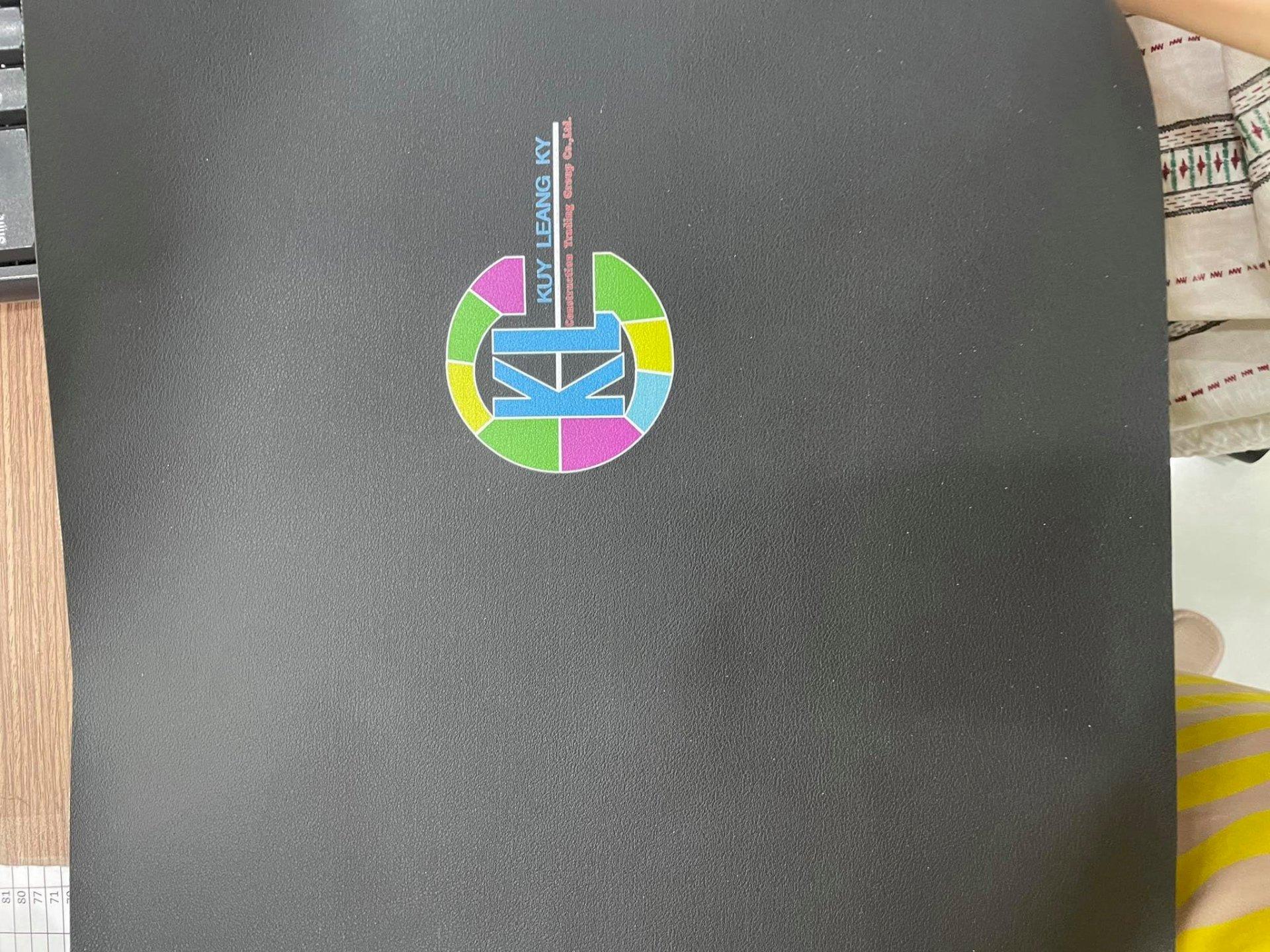 In Simili mực UV lót trắng theo mực in - in trực tiếp lên da Simili làm bìa da menu
