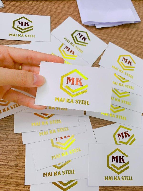 In phủ UV vàng trên name card cao cấp