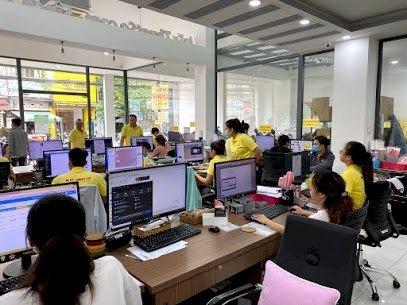 Nhân viên tiếp nhận đơn hàng, báo giá & theo sát đơn hàng từ khi tiếp nhận đến khi hoàn thành giao đến tay khách hàng