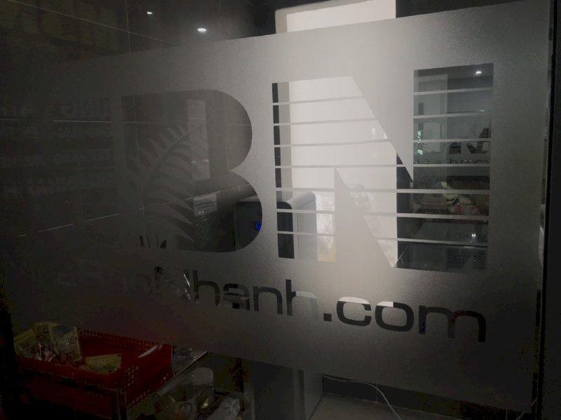 In decal logo công ty dán tường kính - có gia công bế