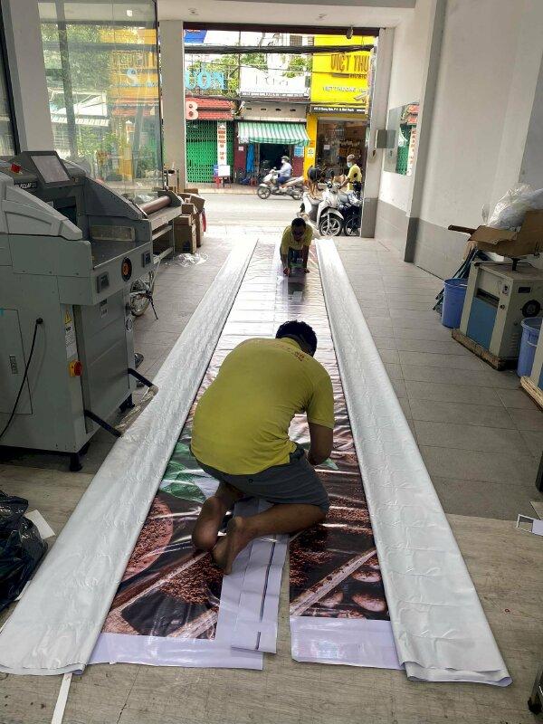 In hiflex dán nối tấm lớn, in bạt quảng cáo siêu to khổng lồ - Ảnh: 1
